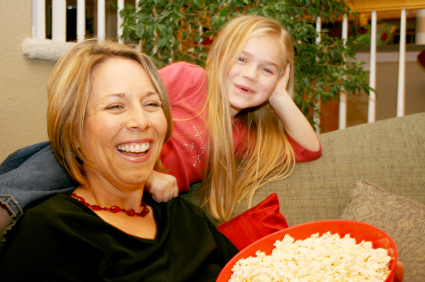 mom-and-daughter-with-popcorn